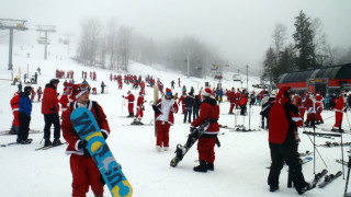 Where's Rudolph when you need him? Santa Sunday (December 2, 2012) brought 294 Santas to a foggy Sunday River in Newry, Maine. But nary a Rudolph to guide them through the fog . . . (Tim Jones/Easternslopes.com photo)